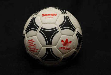 Adidas tango 1984-1985 | Microbio Comunicación