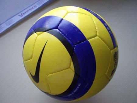 Donación subasta Golpeteo  Balones de la Liga BBVA: 21 diseños que cambiaron el fútbol