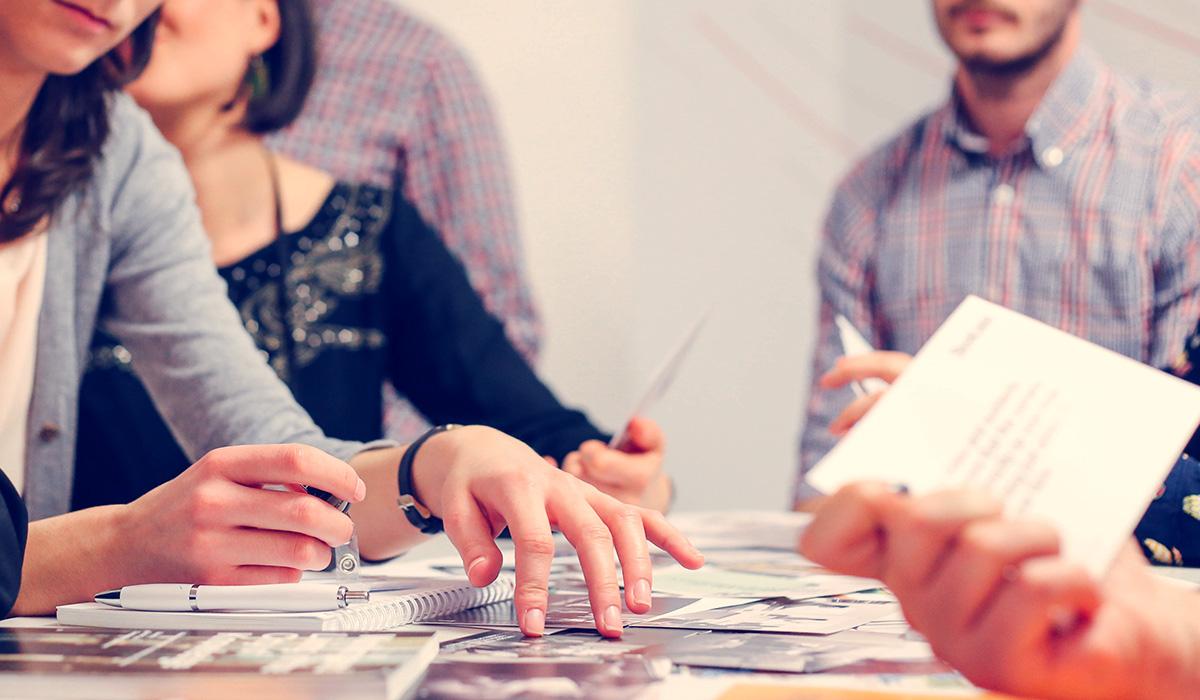 ¿Cuántos perfiles profesionales distintos trabajan los contenidos que crean las agencias?